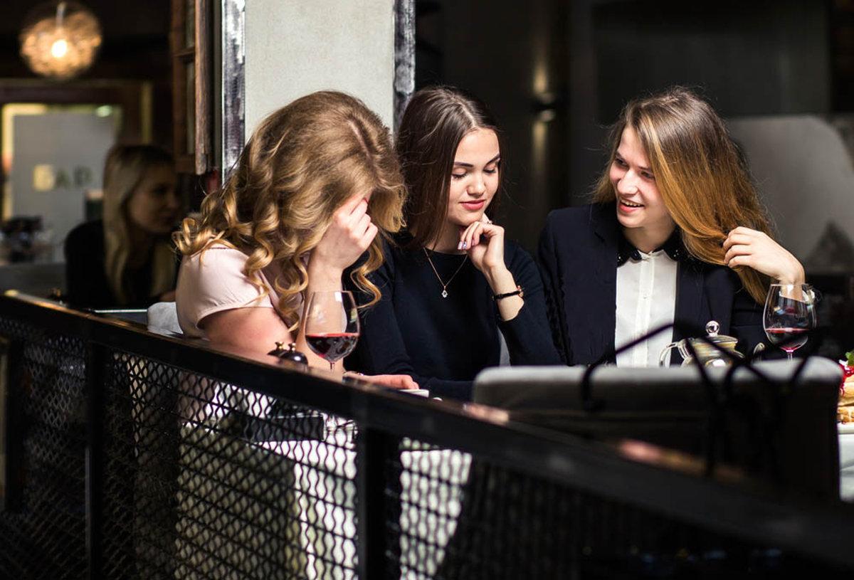 with-friends-restaurant.jpg